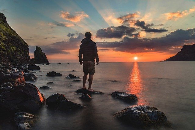 夕陽 海 男性