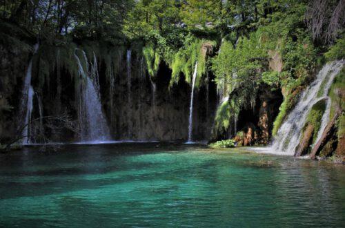 fuente con cascadas