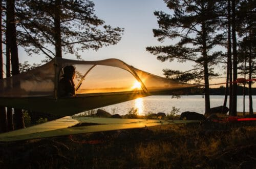 世界のサステナブルなツリーテントキャンプ場